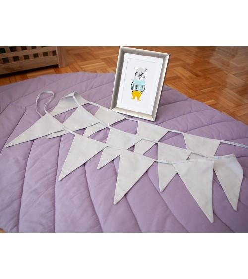 Zastavice svetlo sive za bebin krevetac